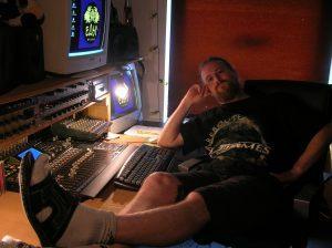 Sommer 2005 mit Röhrenmonitor und kurzem Bart